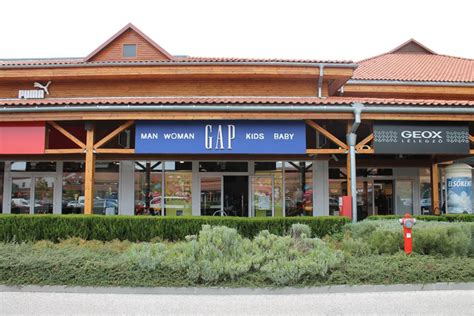 GAP Clearance Store Premier Outlet - nyitvatartás