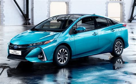 2016 Toyota Prius Plug-in Hybrid - Wallpapers and HD