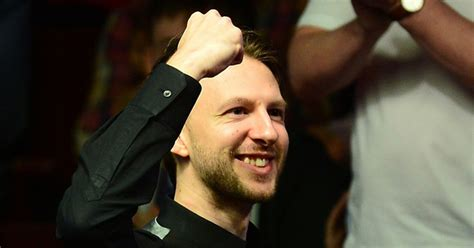 Judd Trump pays for fans' drinks after Snooker World
